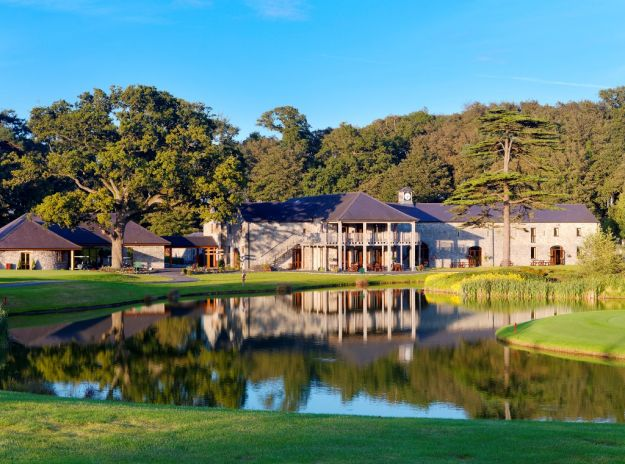 Fota Island Resort Golf Clubhouse fronting the 18th green of the Deerpark Golf Course