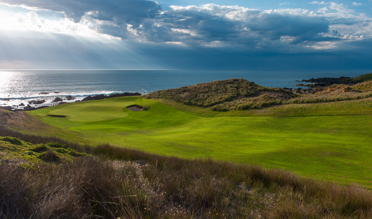 Cape Wickham - 10th Hole, Par 4 | Image via Larry Lambrecht Photography