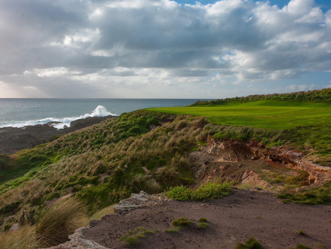 Cape Wickham - 12th Hole, Par 4 | Image via Larry Lambrecht Photography