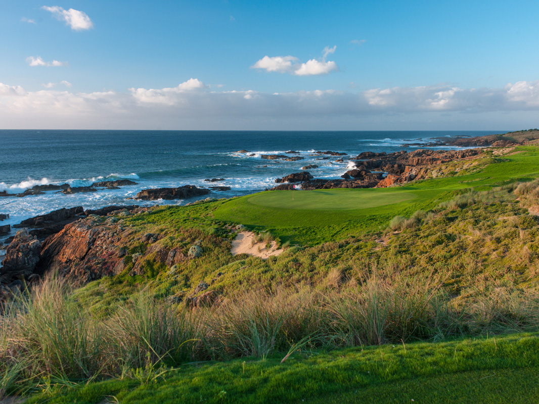 Cape Wickham - 16th Hole behind green, Par 4 | Image via Larry Lambrecht Photography