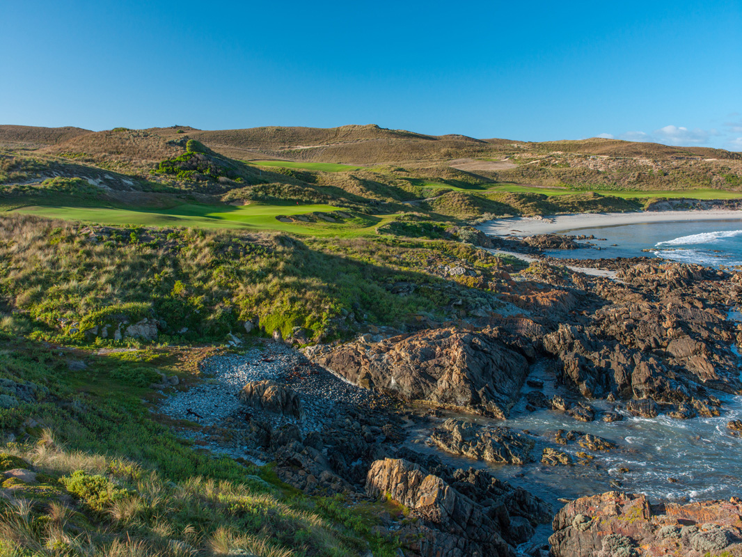 Cape Wickham - 17th Hole, Par 3 | Image via Larry Lambrecht Photography