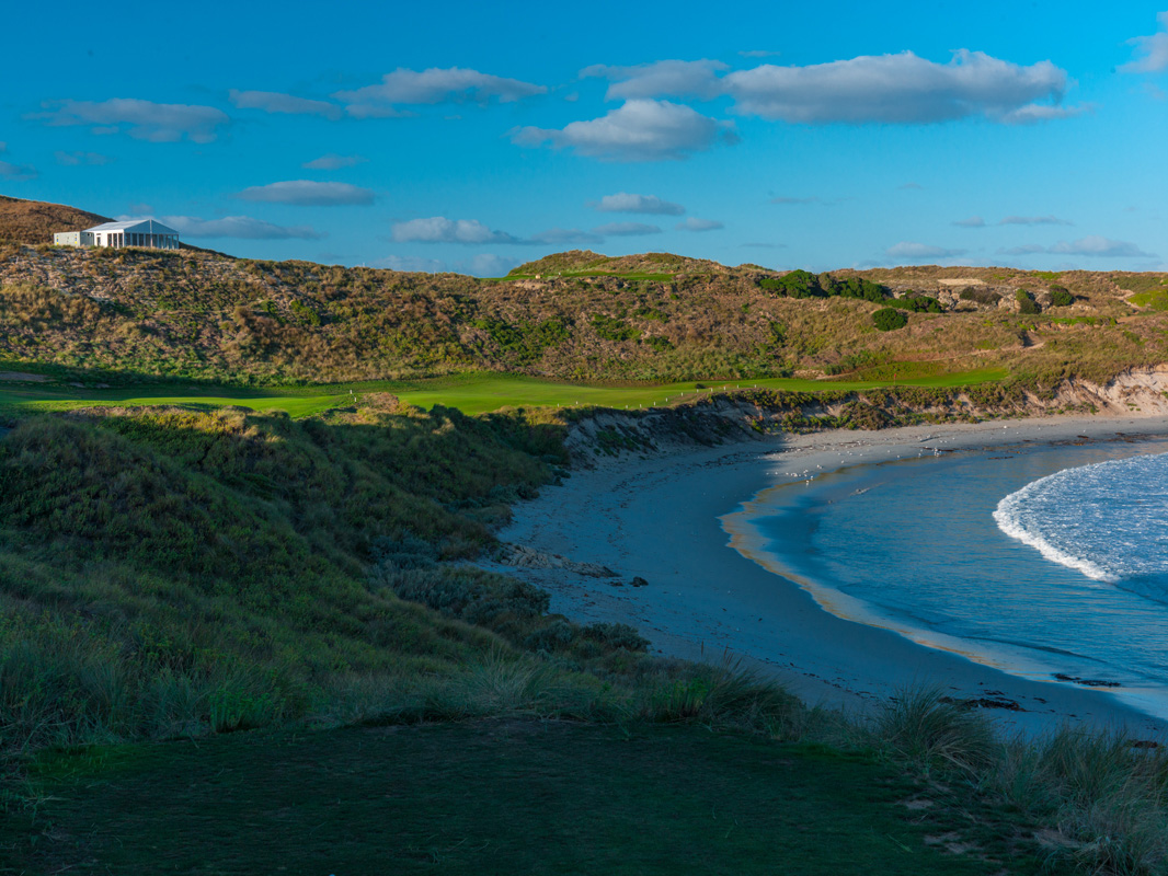 Cape Wickham - 18th Hole, Par 4 | Image via Larry Lambrecht Photography