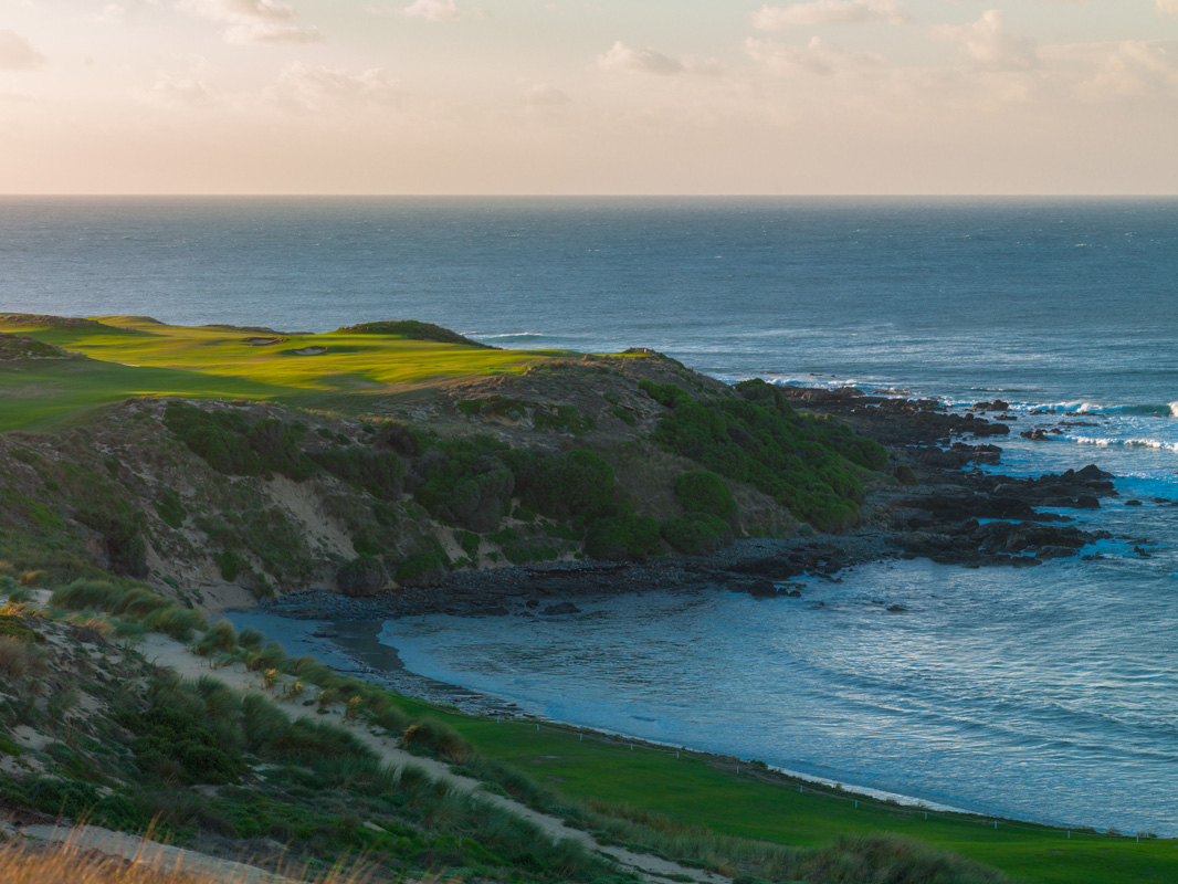 Cape Wickham - 1st Hole, Par 4 | Image via Larry Lambrecht Photography