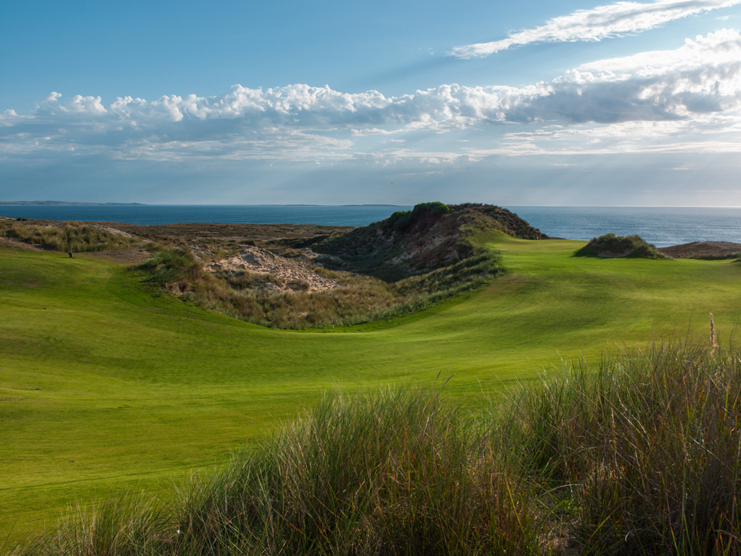 Cape Wickham - 9th Hole, Par 5 | Image via Larry Lambrecht Photography